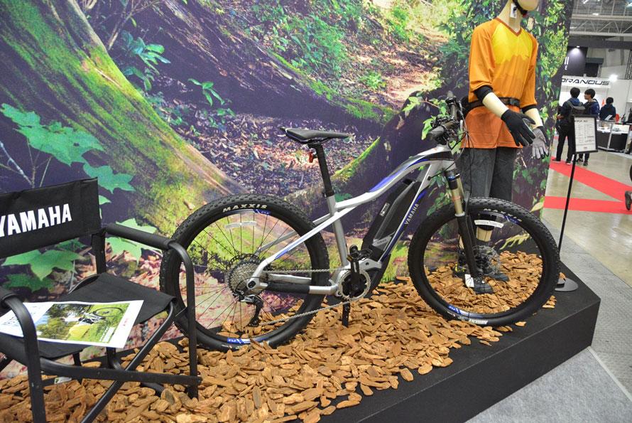 ヤマハのブースは電動自転車の多く集まるエリアに構えられていた。