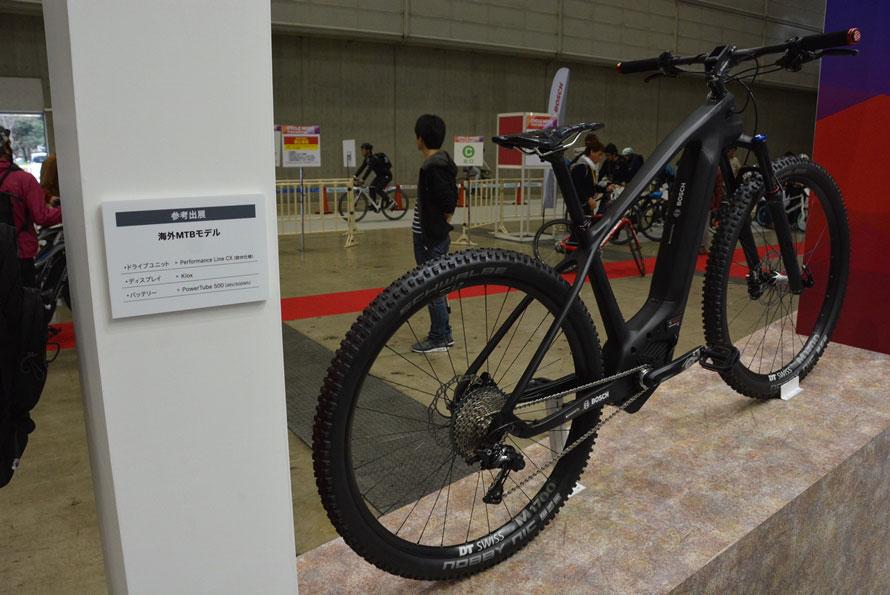 ボッシュはヤマハの向かい。ボッシュ製の電動ユニットを搭載する自転車を数多く展示。