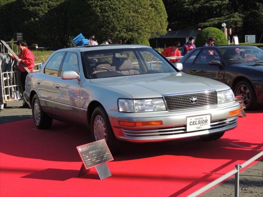 トヨタ・セルシオ:初めてクラウンを超える車格のクルマとして登場したモデル。世界戦略車でもあり、「LS400」の名でレクサスブランドのフラッグシップとして国外でも販売された。その静粛性は当時としては驚愕的で、内外装の質感の高さなども含め、世界の高級車メーカーに大きな影響を与えた