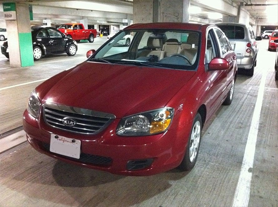 低料金のレンタカーは、「キア」などの韓国車であるケースが多いとか。たまに「シボレー」といったアメリカのクルマに乗れるときもあるそう