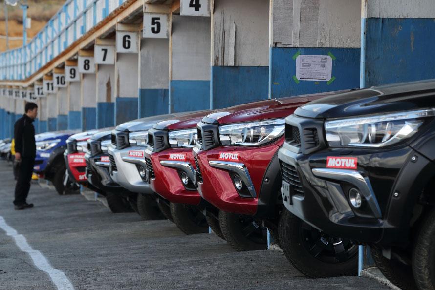 エビスサーキットにずらりと揃ったのが、TRDが現在開発しているオフロードレース向けハイラックス「TRD Hilux MSB(Motor Sports Basic」