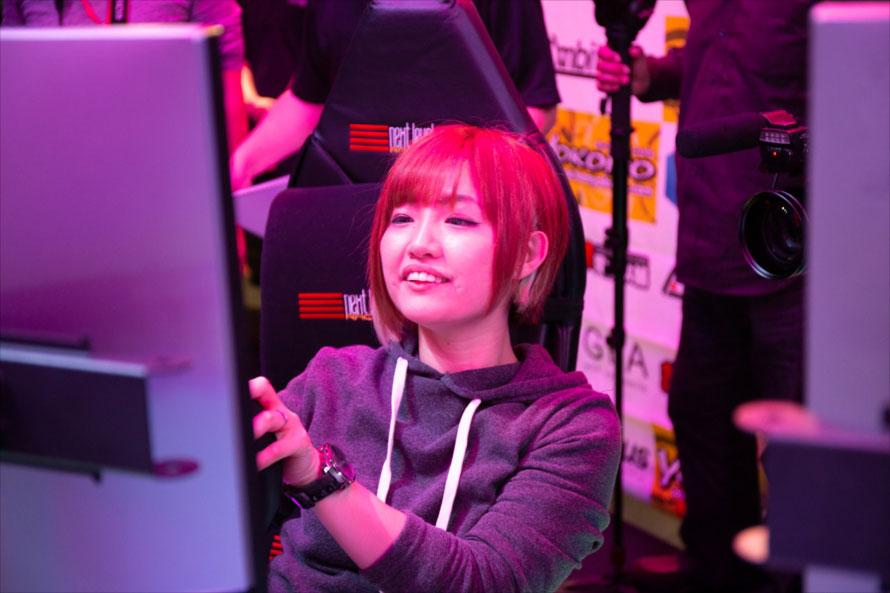 決勝前、土屋圭市さんと日本人初の女性プロゲーマー、チョコブランカ選手によるエキシビションマッチも行われた。勝ったのは土屋さん。久保凛太郎選手がレース解説を担当した
