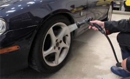 年末はクルマも大掃除!洗車のポイント その2:ホイール・ライト・内装編