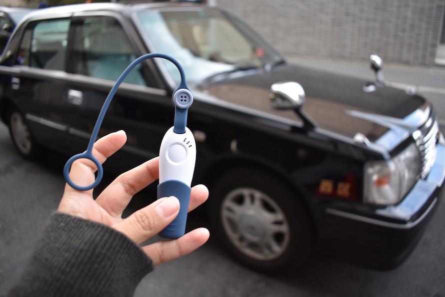 蟲笛(むしぶえ)がモチーフ。笛を吹けばタクシーが来る三和交通「タクシーホイッスル」