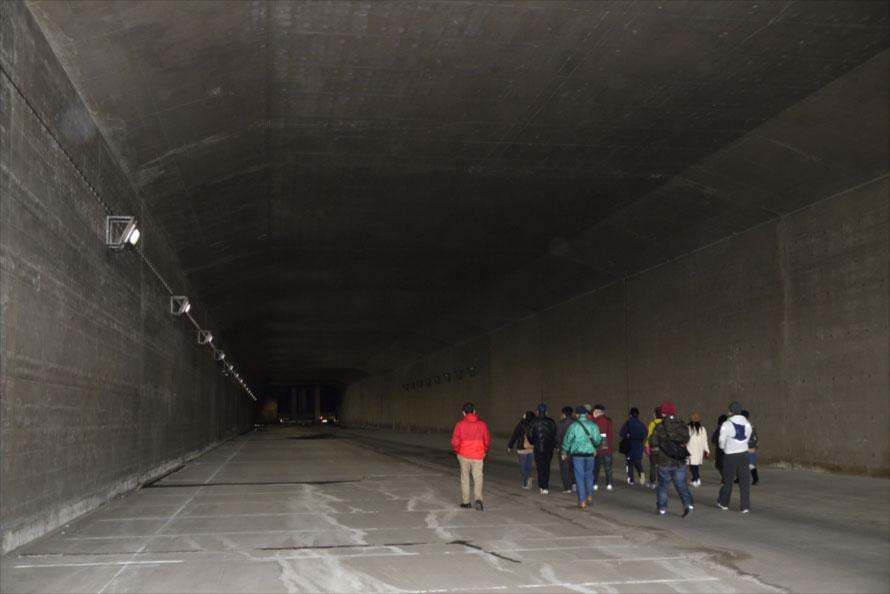ガイドつきで海底トンネルが見学できる!「東京湾アクアライン裏側探検」