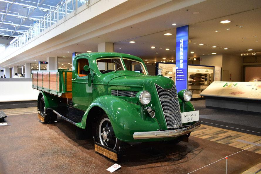 販売第1号のG1型トラック。正面のデザインは能面を、ボンネットマスコットは金のシャチホコをモチーフに。あくまでも日本人の手と頭で作っていることを示すこだわりの一端。