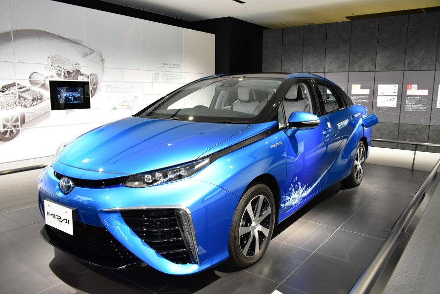 水素をエネルギーとして動く燃料電池自動車MIRAI