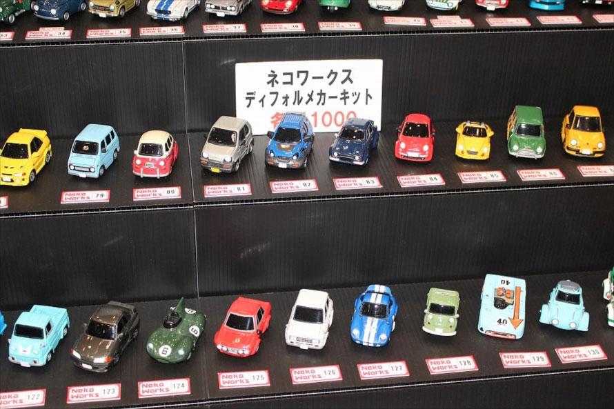 ネコワークスによるデフォルトミニカーキットは、時代を問わずさまざまな車種がモデル化されている