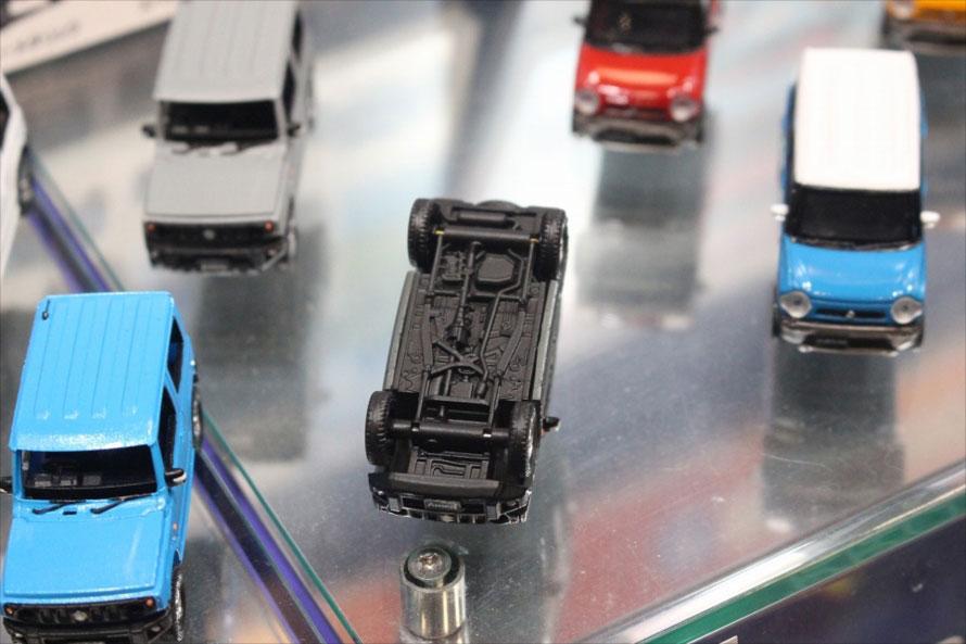 ラダーフレームやドライブシャフトまで再現されたシャシーまわり(開発中の出力サンプルのため、実際の製品とは異なります)