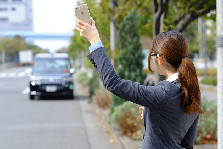 出張や雨の日にも便利! ダウンロードしておきたいタクシーアプリ3選