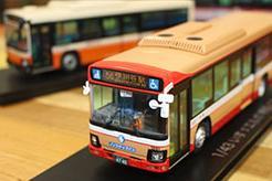 キャラクターフィギュアで有名な「グッドスマイルカンパニー」が作る「いすゞ・エルガ」路線バスのミニカー。その誕生の背景とは?