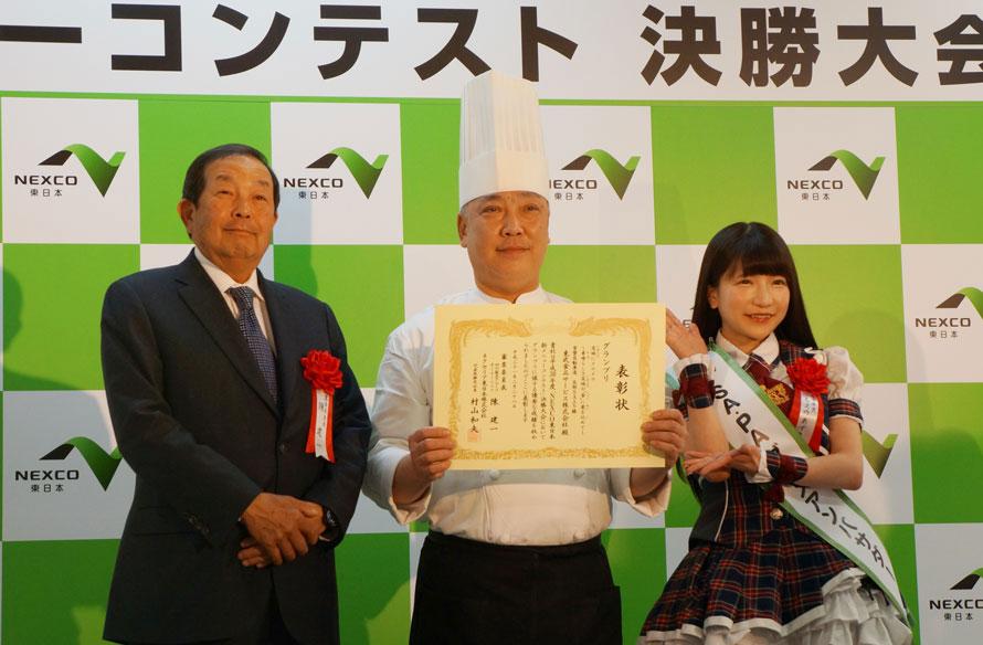 (中央)友部SA(上)の料理長・菅沼眞二さん