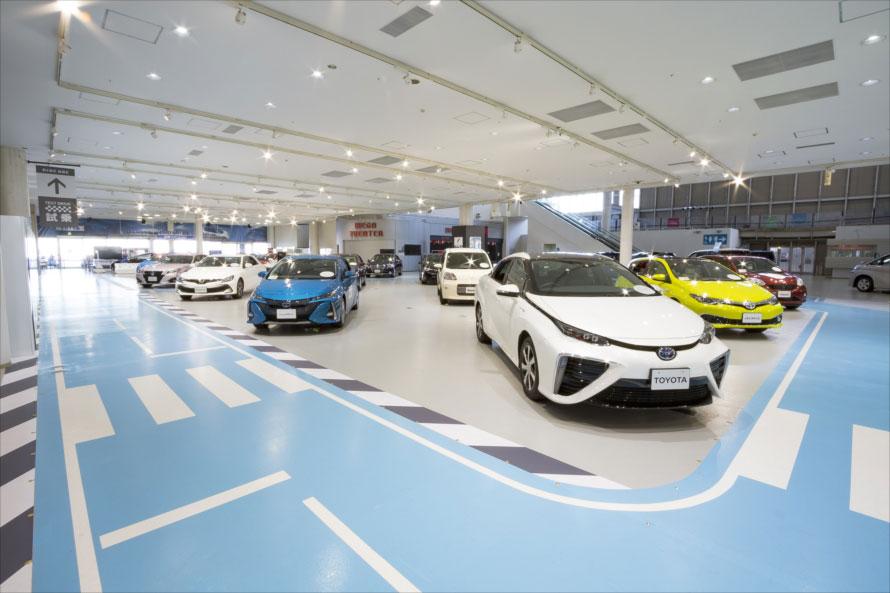 数多くの最新車両を展示(写真提供:MEGA WEB)