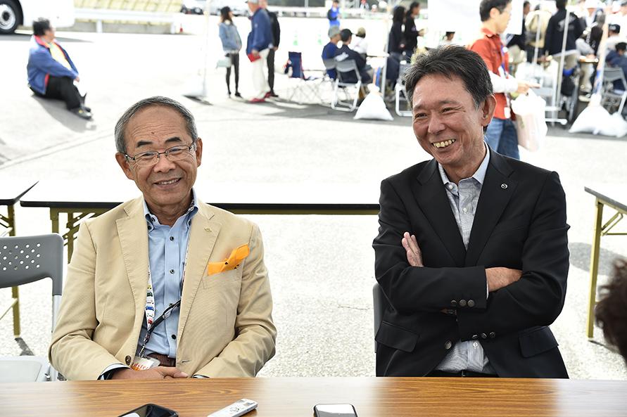 「低いスピードレンジでも楽しめるクルマ。でも誰もが感じられる楽しさを具現化するって、意外と難しいんです」と語る貴島氏(左)。写真右が商品本部主査の斎藤氏。