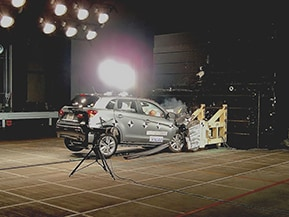 クルマは人を傷つけない道具になれるのか-自動車アセスメントと自動運転