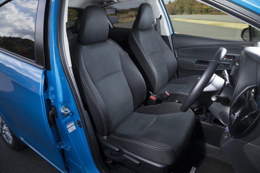 こちらはヴィッツHYBRID Uのシート。GR SPORTと同様、運転席には快適温熱シート(シートヒーター)が備わる。
