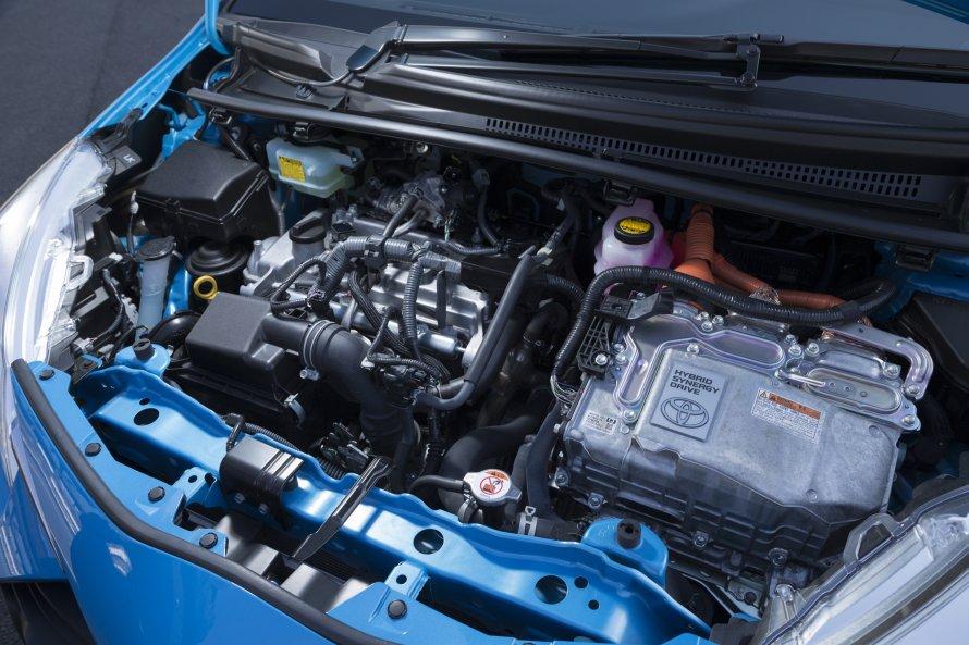 ヴィッツHYBRID U(写真)のアウトプットは、今回比較したGR SPORTと変わらない。エンジンは最高出力74PS、最大トルク111N・m、モーターは61PSと169N・mを発生する。