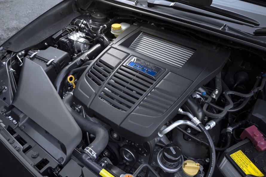 レヴォーグ2.0STI Sport EyeSightの2リットル水平対向直噴ターボエンジン。最高出力300PS、最大トルク400N・mを発生する。