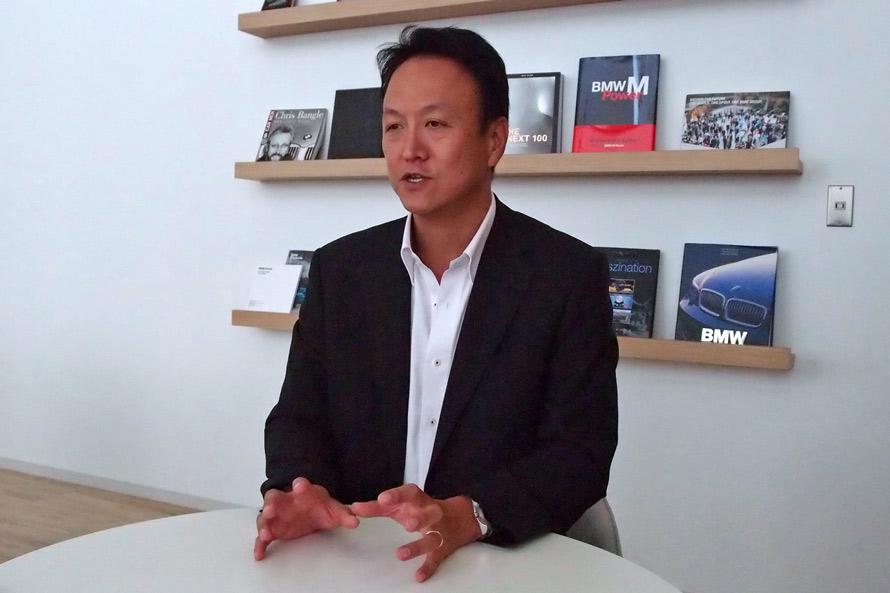 「高性能モデルの開発だけでなく、ユーザーに対するドライバートレーニングもMの重要な事業になっています」と話す、BMWの前田雅彦さん。