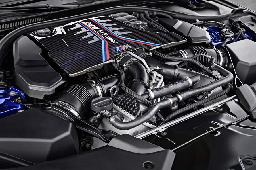 「BMW M Power」のロゴマークが目を引く、Mモデルのパワーユニット。写真は、最高出力600PSを発生するM5の4.4リットルV8ターボエンジン。