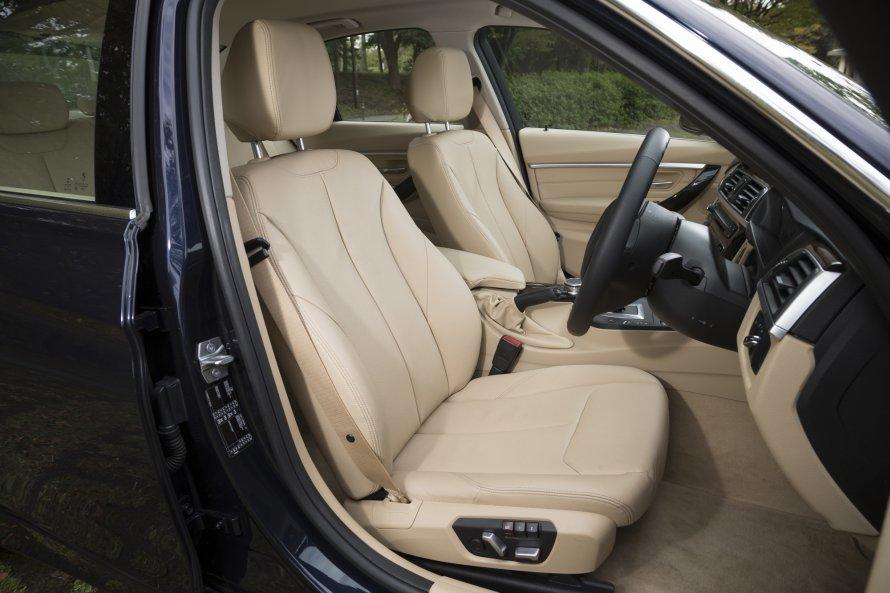 340i Luxuryのシートには、上質なダコタレザーが採用される。シートヒーターも標準装備。