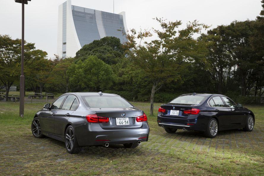 340i M Sport(写真左)と340i Luxury(同右)のリヤビュー。