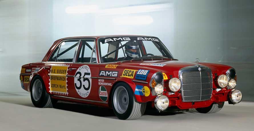 AMGの名を世間に知らしめたチューニングカー、AMGメルセデス300 SEL 6.8。1971年のスパ・フランコルシャン24時間レースでクラス優勝を遂げた。
