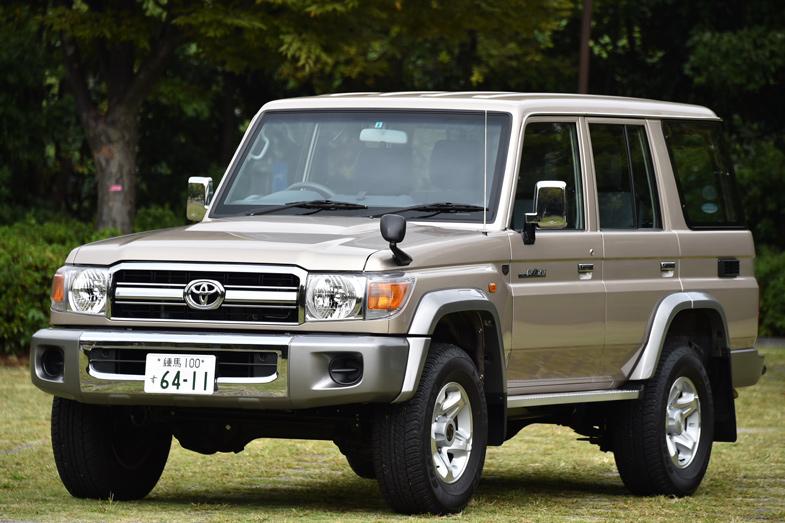 トヨタ・ランドクルーザー70(4ドアバン)〔3,600,000円〕