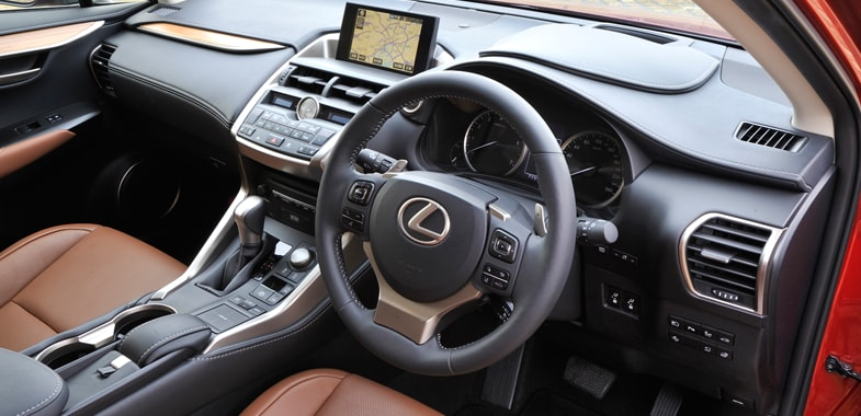 レクサスNX200t/NX300h 運転席まわりの機能装備 徹底検証