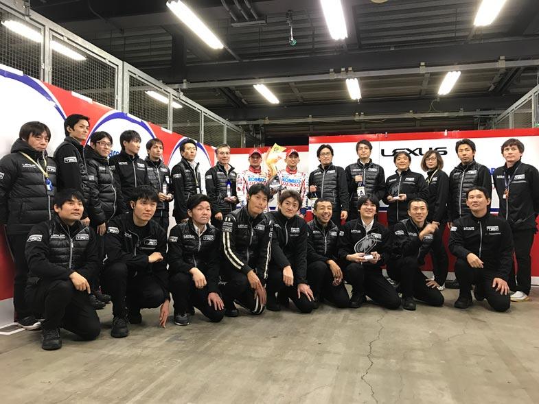 昨年の最終戦、ツインリンクもてぎにて… GT500クラスのチャンピオンを獲得した際の記念写真です