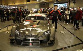 早速、新しいカーナンバーでサイン! ~大阪オートメッセ2020&GTチャンピオン大嶋和也選手レポ~