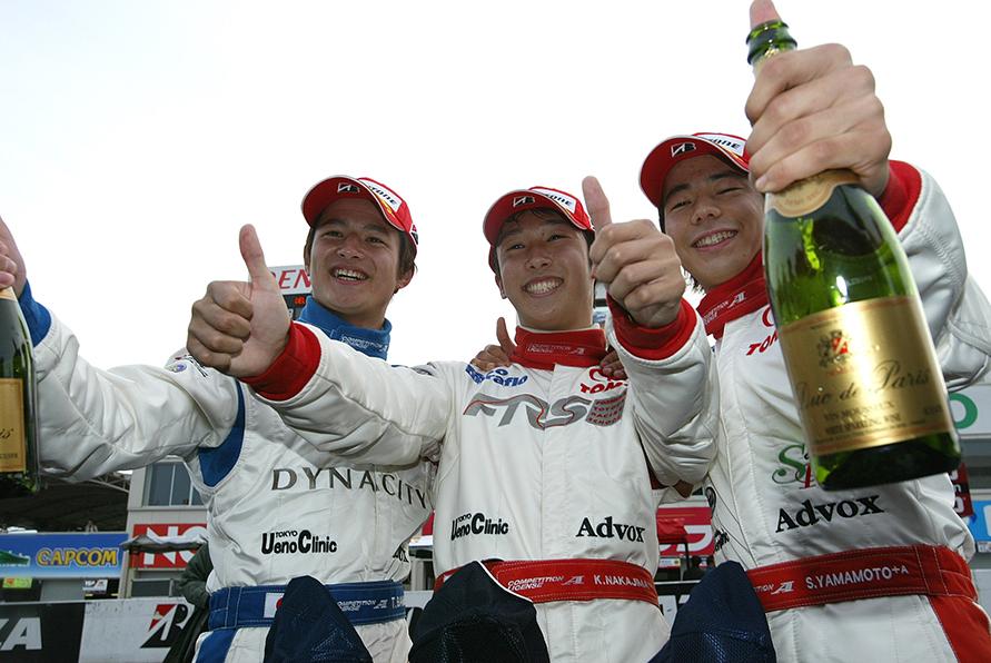2004年のトムス、F3ドライバー 左から、番場琢選手、中嶋一貴選手、山本左近選手