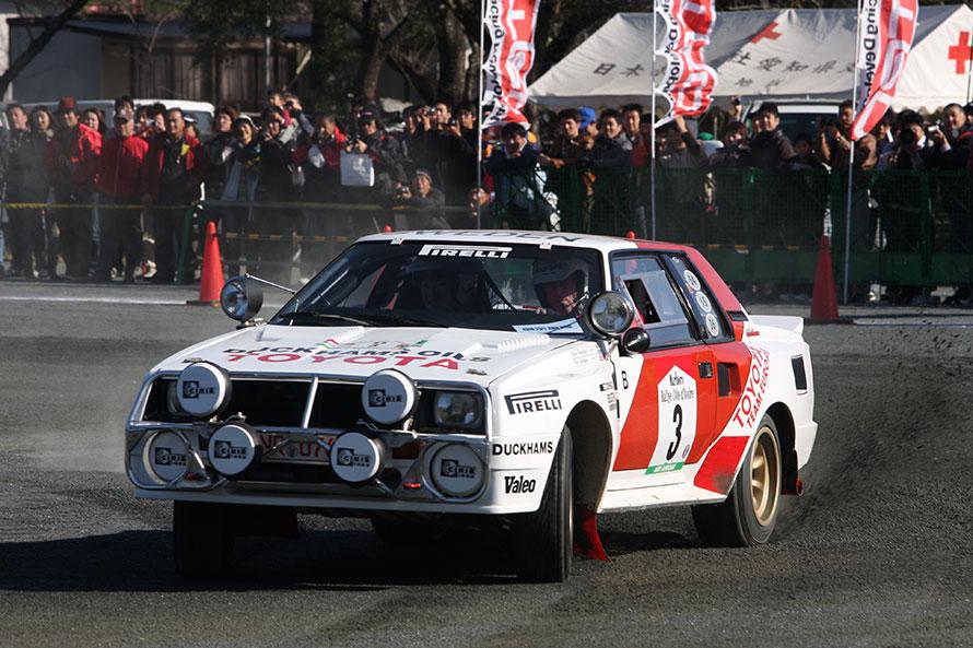 2012年:FIA世界ラリー選手権(WRC)のチャンピオン、ビヨルン・ワルデガルドがゲストとして来日。かつての愛車であるセリカ・ツインカムターボで、華麗なデモランを披露した。