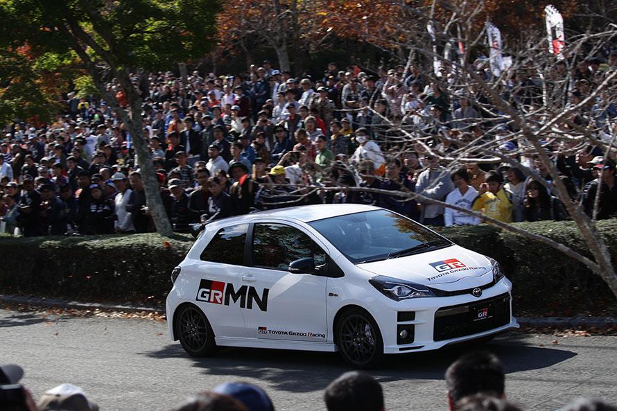 2017年:発売前のヴィッツGRMNもデモラン。ステアリングを握ったのは現在TOYOTA GAZOO Racingラリーチャレンジプログラムで海外修行を続ける勝田貴元。助手席に全日本ダートトライアル選手権に出場する炭山義昭(彼自身も、同選手権に出場する三菱ミラージュでデモランを披露)を乗せてその走りを披露した。