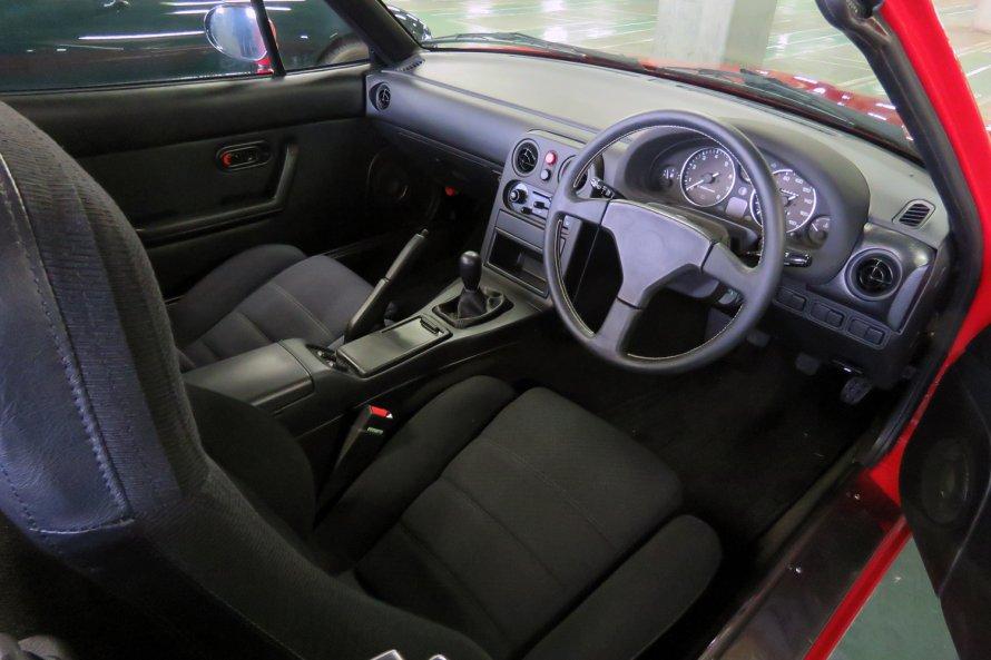 トライアル車両のインテリア。シートも表皮が新品に張り替えられている。