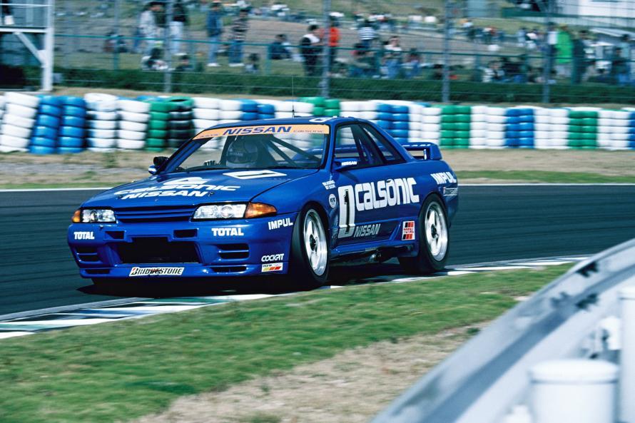 サーキットで圧倒的な強さを披露したR32型スカイラインGT-R。後継モデルのR33型、R34型GT-Rもレースで活躍した。