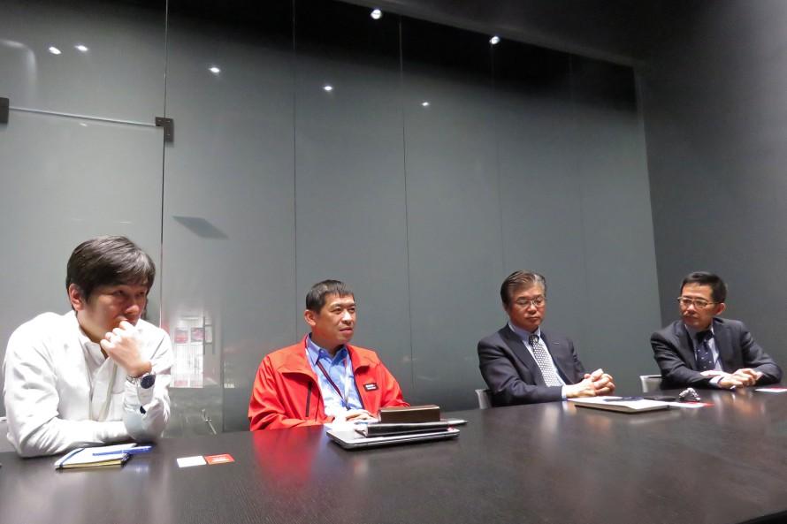 左から、NISMOの碓氷公樹さんと星 正人さん、オーテックジャパンNISMO CARS事業部の横山克成さん、日産自動車の室 幸一さん。