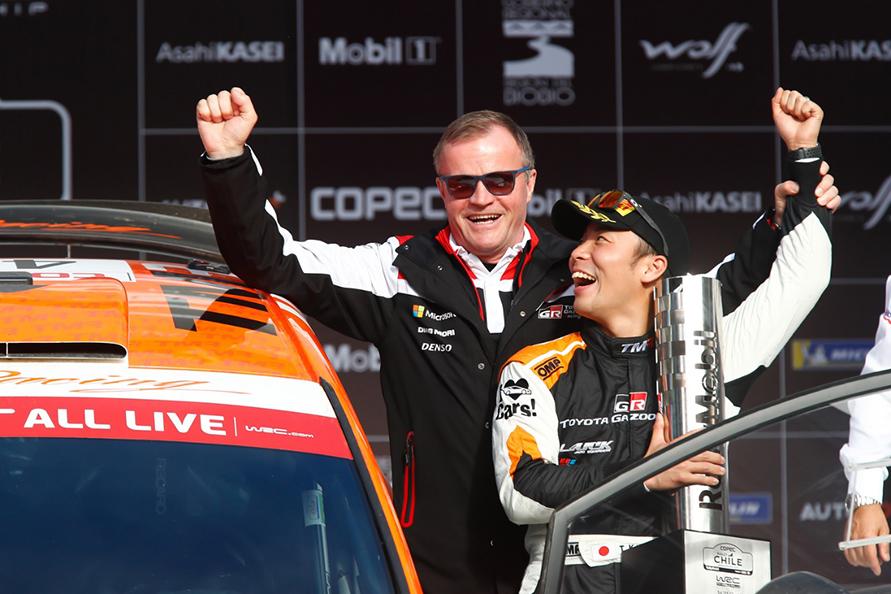 2019年WRC第6戦チリにWRC2クラスに参戦した勝田選手は見事クラス優勝! チーム監督のトミ・マキネンと表彰台に上る。