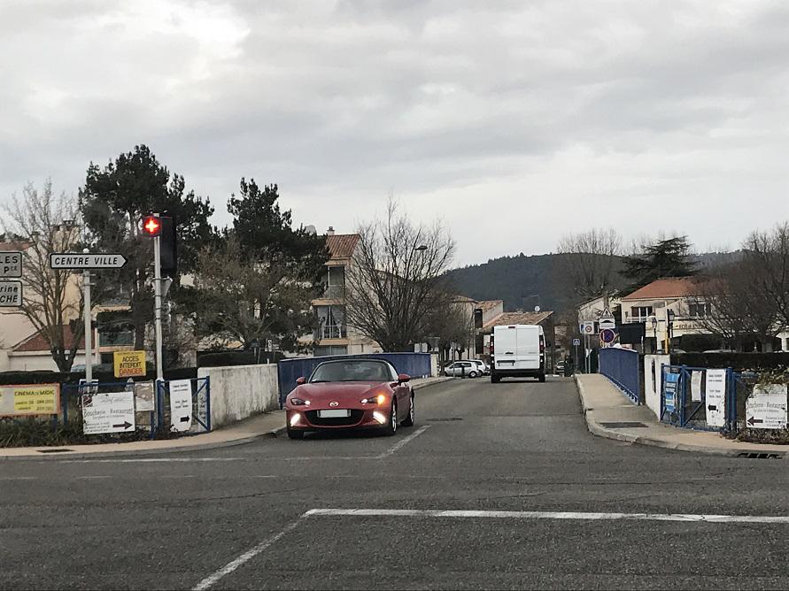 フランスのしゃれた田舎道によく似合うNDロードスター。