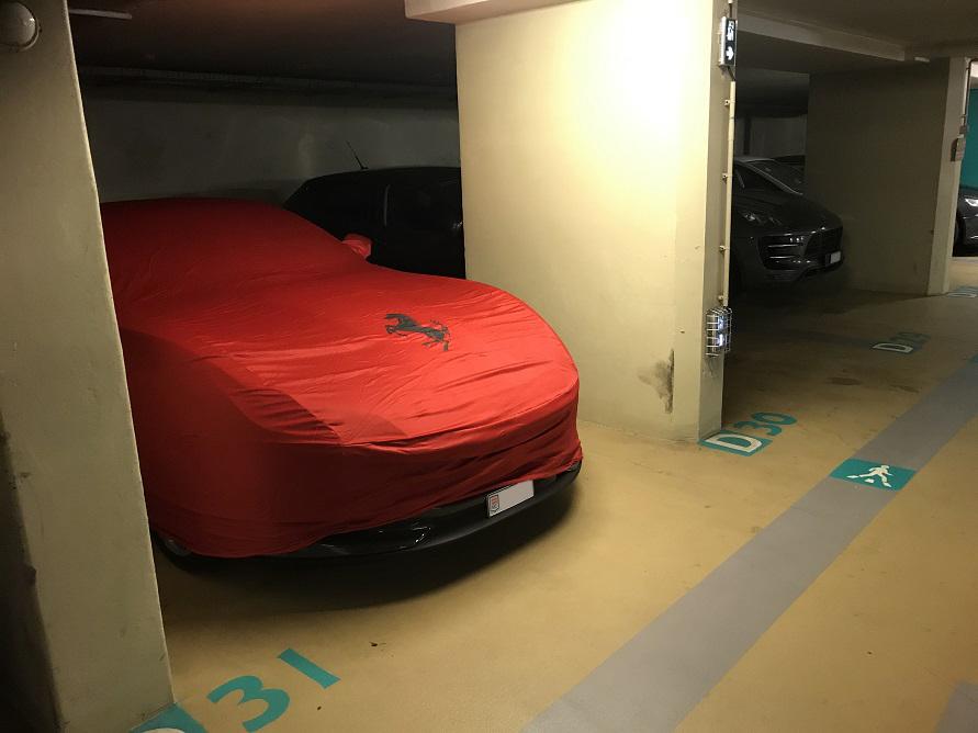 なにもかもがカッコよく見えてしまうモンテカルロの地下駐車場。
