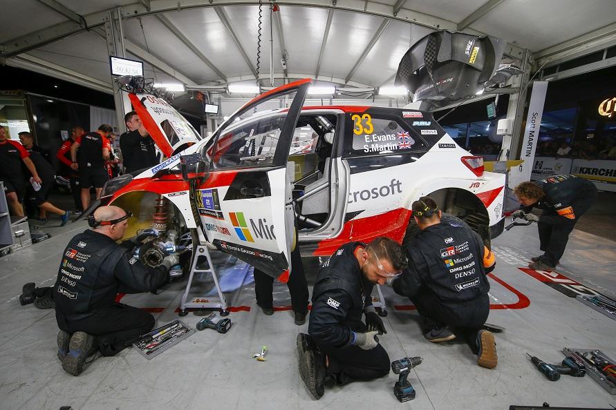 ドライバ―をしっかり支えるメカニック/写真:TOYOTA GAZOO Racing