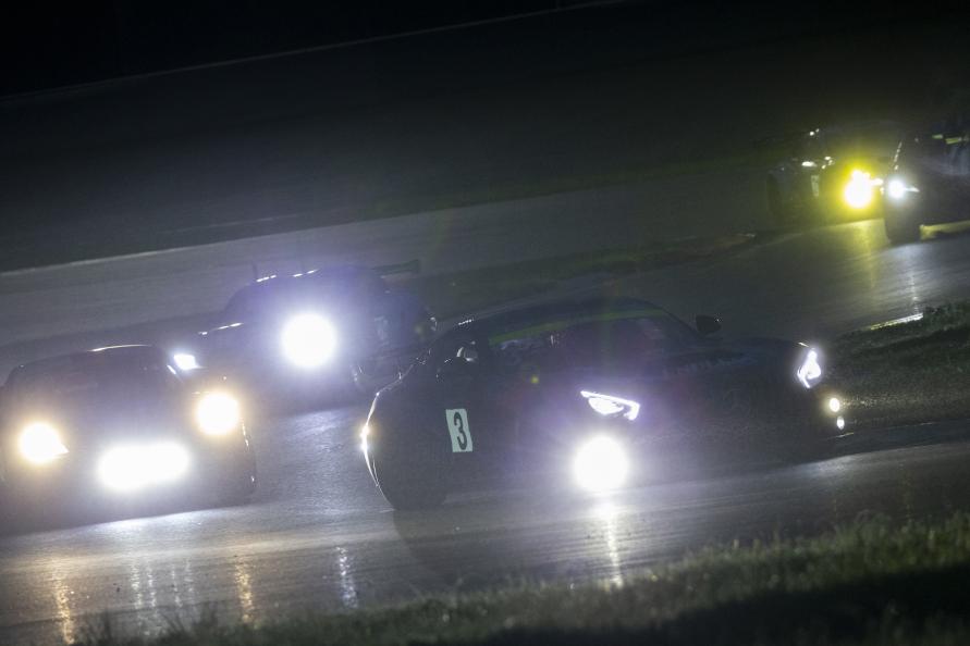 夜間走行のテストの様子(写真提供:スーパー耐久機構(STO))