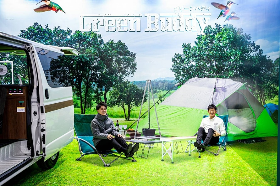 Green Braveドライバーの吉田広樹選手(右)と川合孝汰選手(左)
