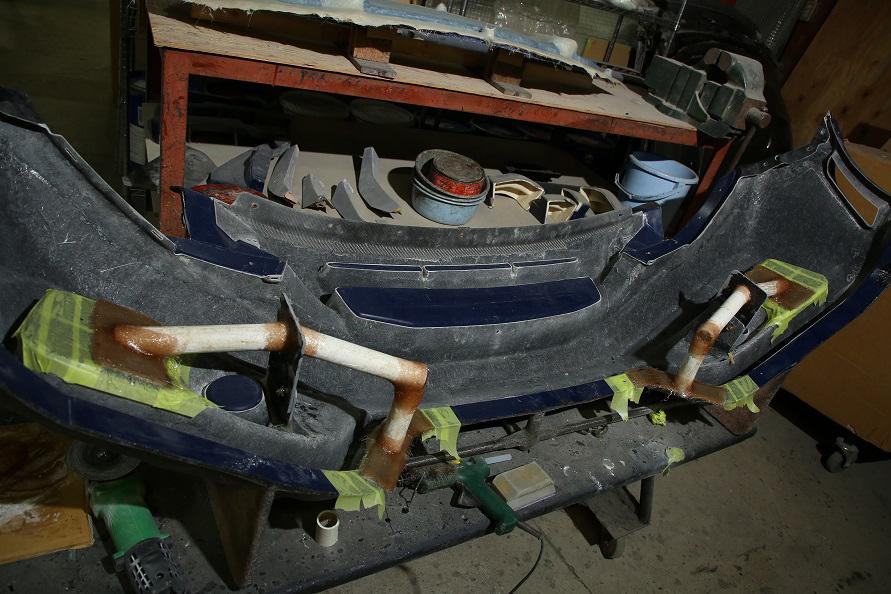フロントバンパーを製作する型