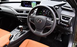 レクサスUX 運転席まわりのデザインと機能装備の紹介