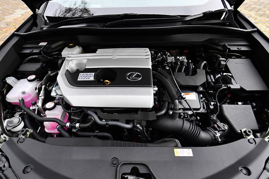 新開発の2リットル直4自然吸気エンジンにモーターが組み合わされた、UXのハイブリッドユニット。