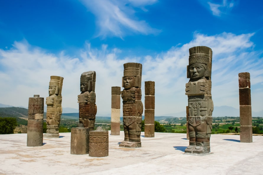 トゥーラ・シココティトラン遺跡の4基の戦士像