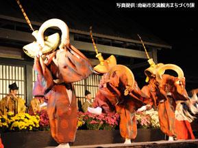 五箇山に今も伝わる優雅な踊り、こきりこを鑑賞 富山県南砺市