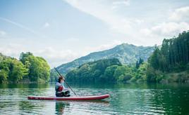水がきれいな奥伊勢ダム湖で、大人気のSUPに挑戦 三重県大台町