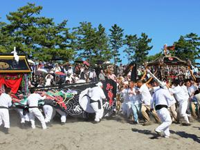宮舟と神輿が激突、勇壮な興津八幡宮秋季大祭 高知県四万十町